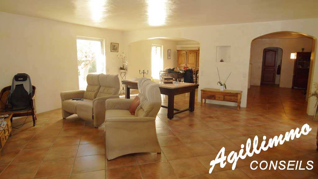 House 7 rooms with swimming pool  - 83520  South of France