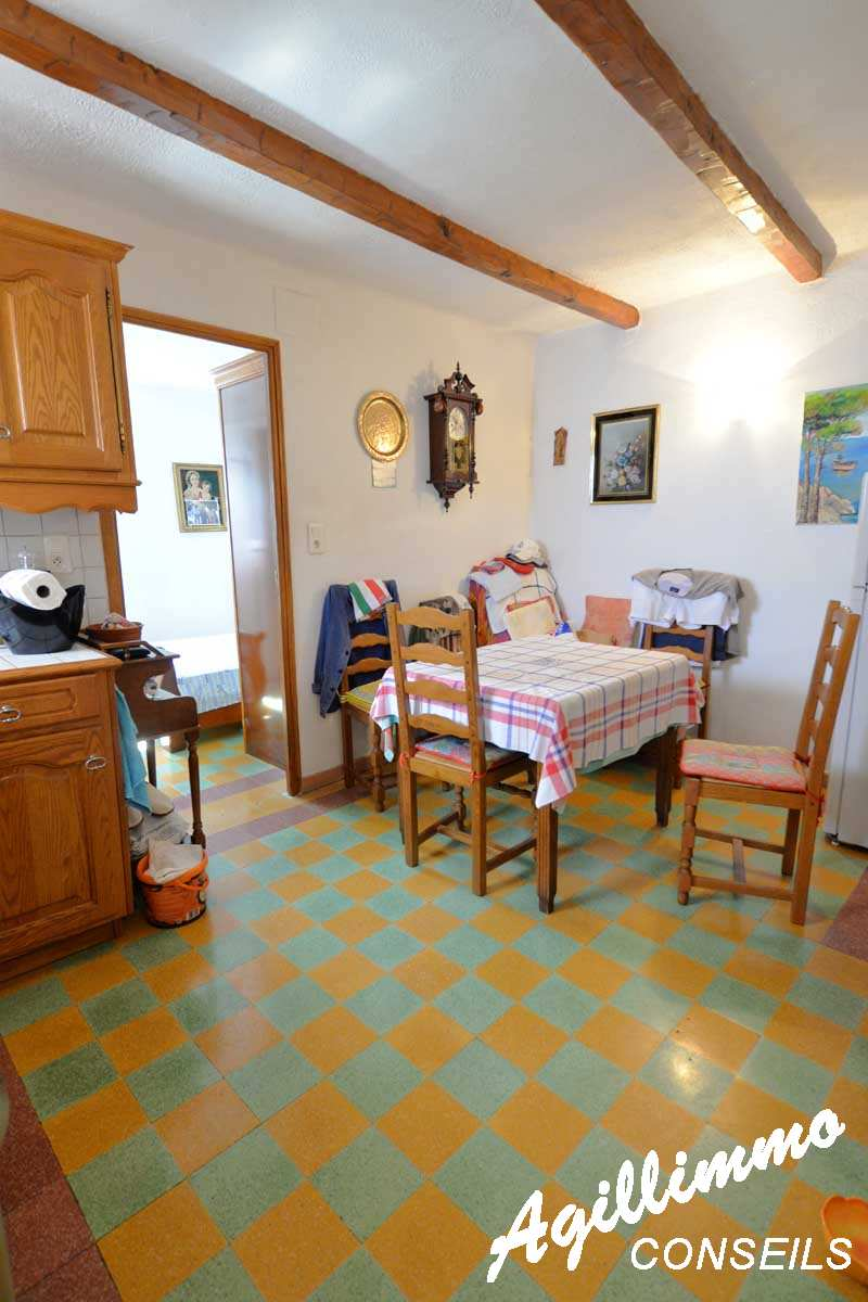 T2 to heart of village  - 83480  South of France