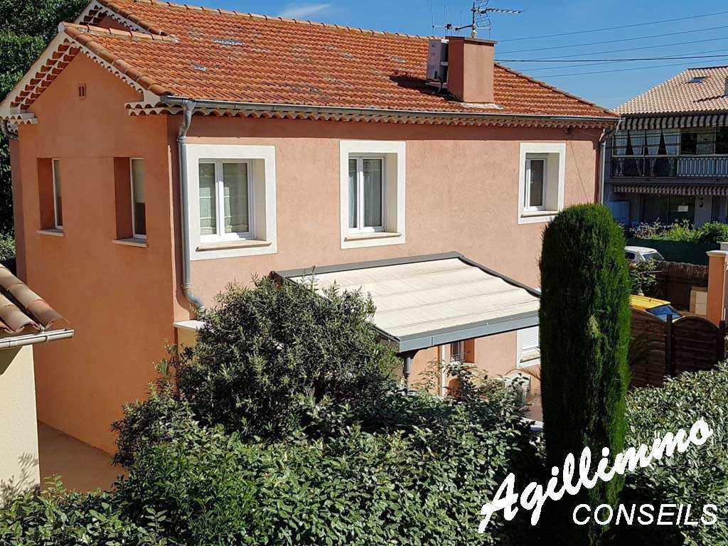 property comportant 2 apartments on 240 M2 at terrain - French Riviera