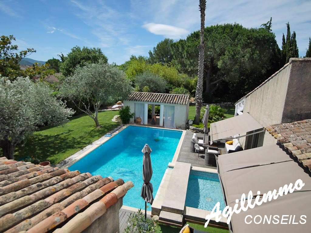 property traditionnal at 7 rooms on 2027m2 at terrain  - LE MUY - Piscine - Pool House - kitchen d'été – Barbecue - Four of pizza - Chimney
