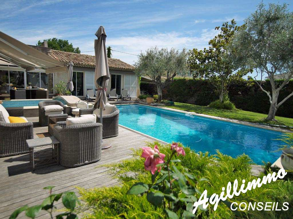 Superbe property at 225m2 around with swimming pool sans vis-à-vis - LE MUY