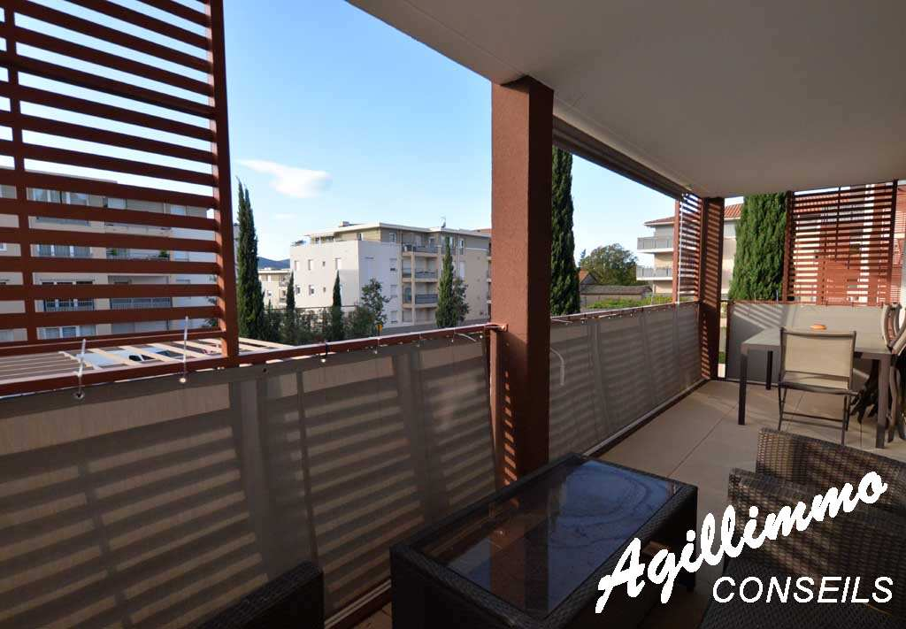 Apartment 3P modern with garage and nice terrace  - 83480  South of France