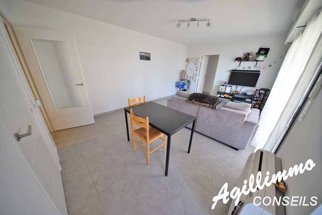 Apartment 2 rooms with terrace at 19m2 to 1er floor  - FREJUS