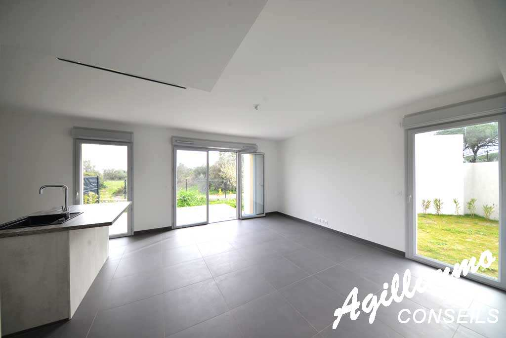 House new (mitoyenne) at 86 M2 with garage and garden at 117M2 - French Riviera