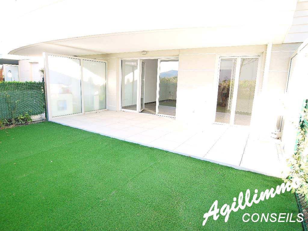 Apartment with garden in an residence with swimming pool - French Riviera