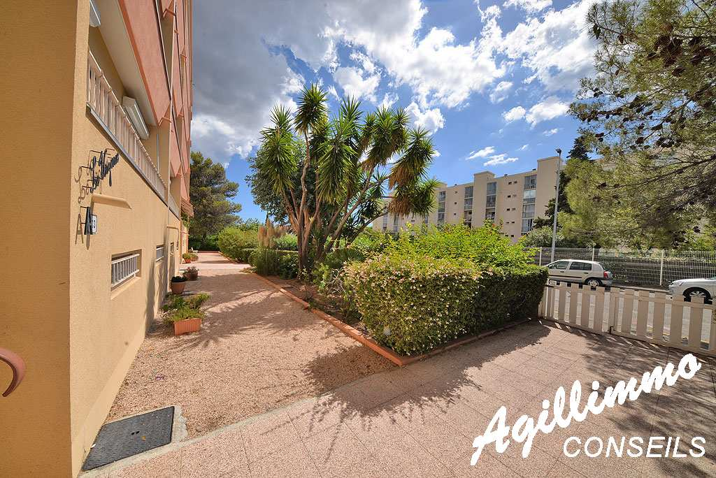 Beautiful T2 at 33m2 in rdj with place at parking - FREJUS